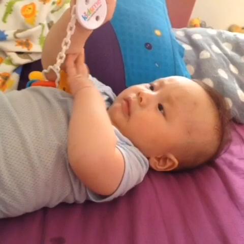 30度婴儿烦躁 婴儿烦躁不安手乱抓 婴儿睡觉烦躁易醒 东经30度
