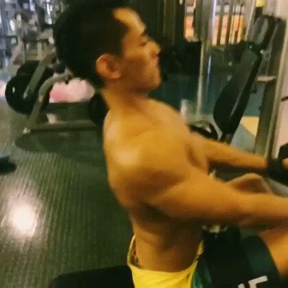 背肌訓練😘😘😘