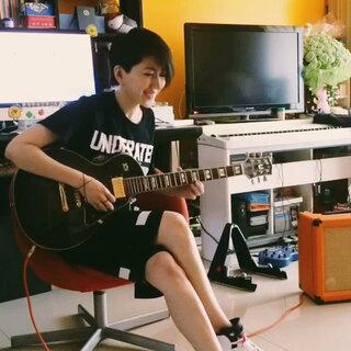 跟着英语老师学吉他<span class=