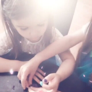 Playing nail polishing