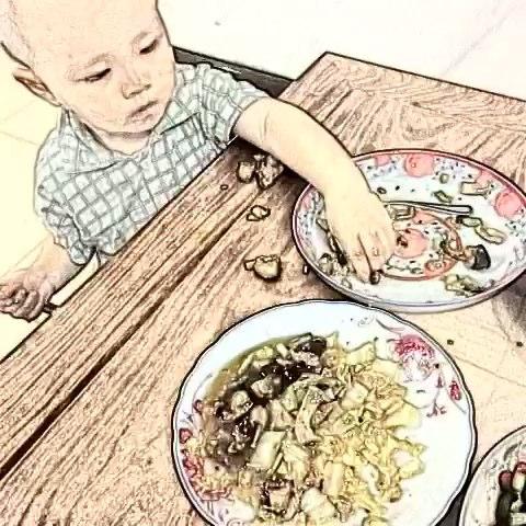 和小朋友吃饭就是这样的
