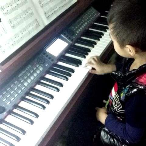 学钢琴图片