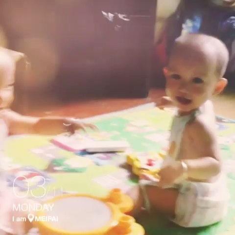 双胞胎姐妹性感热舞
