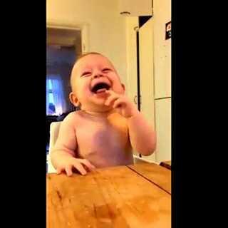 #笑声大赛##宝宝#这个太适合笑声大赛了,哈哈哈!宝宝笑点好低!微信号:Gigilinn 😘