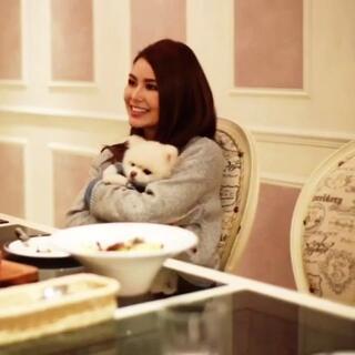 昆凌和她的狗狗<span class=