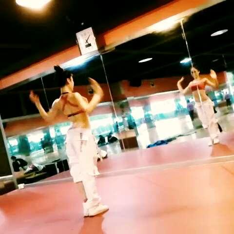 2015年1月6日课后性感热舞练习中。。。