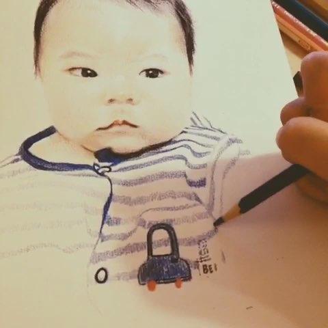 手绘彩铅画#宝宝你萌化了麻麻的心哟…@米米神神