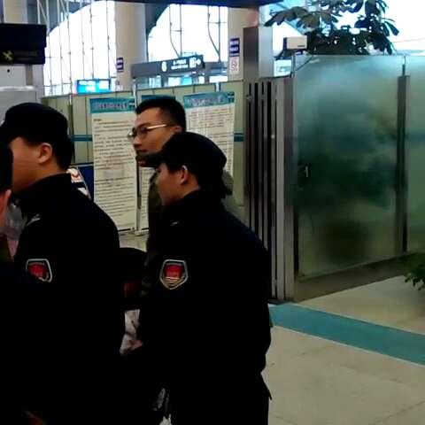 黄子韬#150222青岛流亭机场送机.