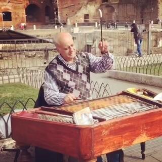 古罗马帝国广场上悠扬的琴声~好想知道是什么乐器#把乐带回家#
