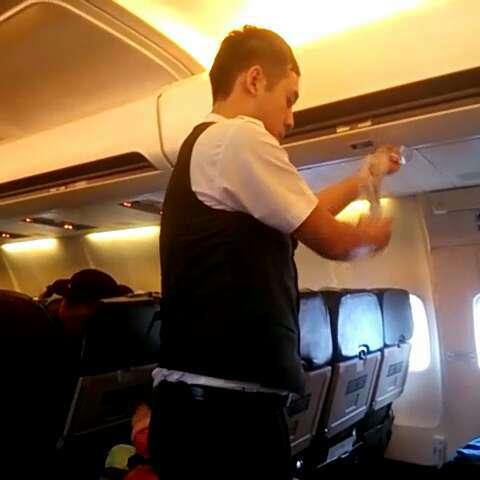 飞机上的帅哥#带着美拍去旅游#泰国旅游
