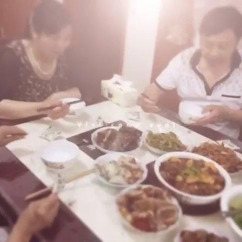 一家人吃饭图片绘画_绘画分享-除夕一家人吃团圆饭图片图片