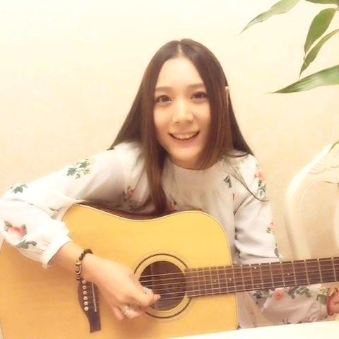 """#美拍才女集中营##我们都会民族乐器##60秒吉他弹"""""""