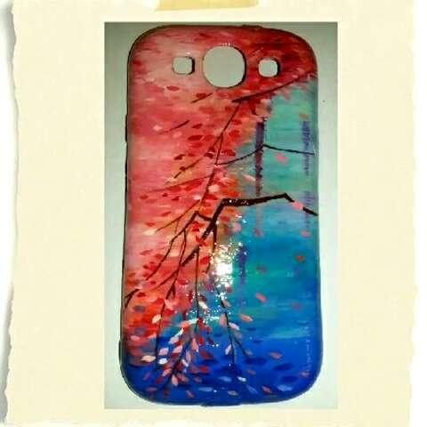 来晒手机壳#我的手绘手机壳~材料:丙烯颜料,勾线笔