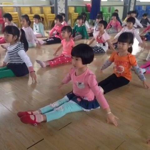 幼儿舞蹈考级一级小雨点