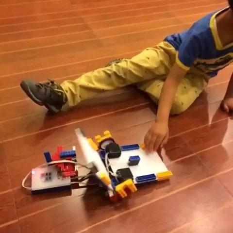 乐博# 飞机机器人