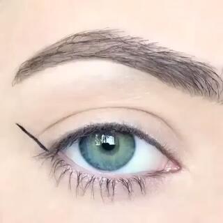欧美性感眼线化法~#晒晒自己的化妆品##时尚##化妆教程#