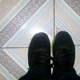 #拍鞋#X特步运动鞋,质量不错,比其他鞋子太经穿,现在快一年了,还木有开裂!👏