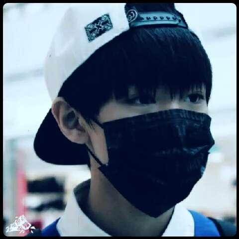 王俊凯#机场的大哥超帅而且气场好强图片