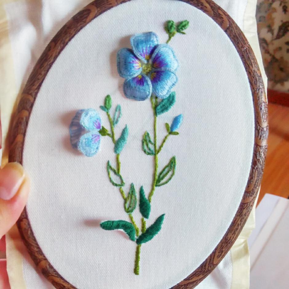 立体刺绣亚麻花.做成了画框