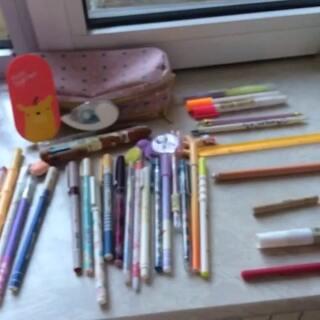 #晒出你笔袋里的笔##美拍表情文#笔袋里真有这么多笔吗?我都不知道😄