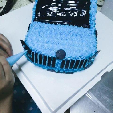 超级拉轰的宝马越野车蛋糕制作过程.屌屌哒