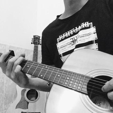 我和我的木吉他#《何必要在一起》你,你带走的呼吸,吻不到你,那感觉