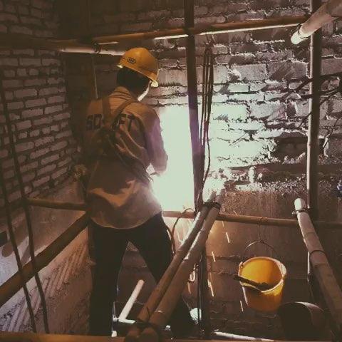 安装电梯之焊支架#升达电梯-鲸鹰