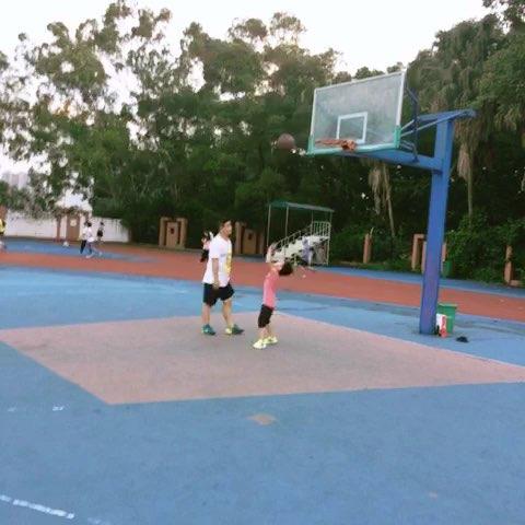 篮球练习不投进去不罢休