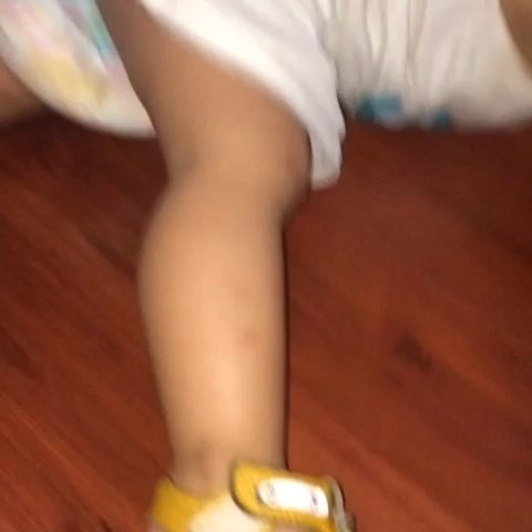 baby被挠脚心的视频