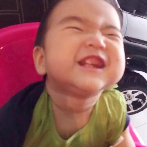 宝宝表情帝#吃美了!呲牙这表情妈咪也是醉了图片