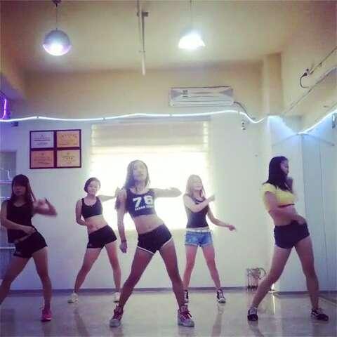 #美女热舞##性感热舞#??动感酒吧热舞