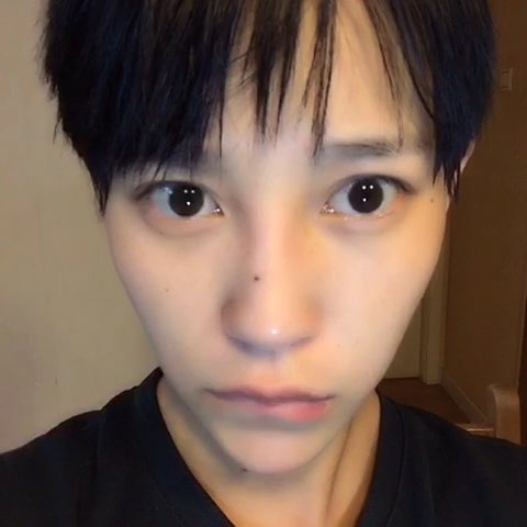 """看看如何把单眼皮变成双眼皮"""""""
