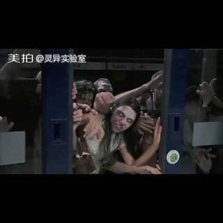 地铁扮丧尸吓尿乘客