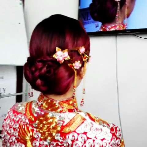 简单也是美#新娘造型##新娘化妆造型##中式新娘发型