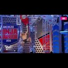 美国闯关节目《忍者勇士》一个破关挑战者,据说奖励是百万美金!看了这个,感觉我们那些闯关节目弱爆了!😱大神,请收下我的膝盖!💪