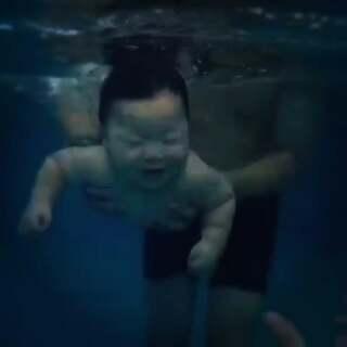 小baby游泳