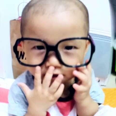光头配上大眼镜#宝宝#好兴奋的搭配
