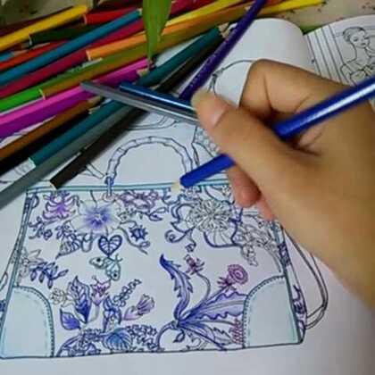 如果这款包包是这样子的,有人喜欢吗?反正本人觉篮紫色超级美丽😂😂😂#时尚##画画#