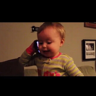 可爱宝宝讲电话