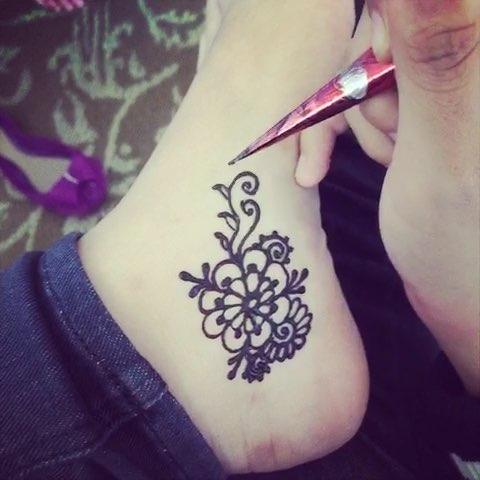 海娜手绘因为要上学,只能画在脚上了#印度海娜手绘