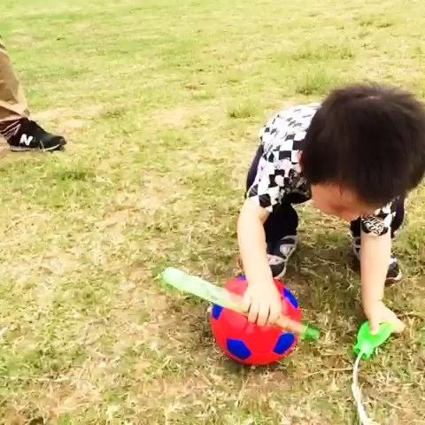 吹泡泡 踢足球 推飞机