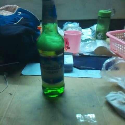 唉~ 一个人喝酒 无聊啊.图片