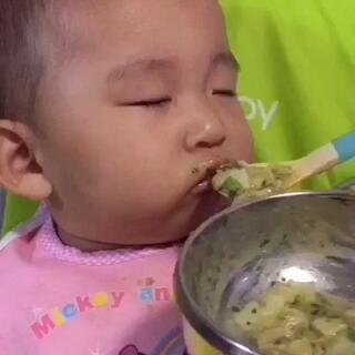 闭着眼享受美食