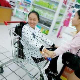 Oct.25th 🐑 & 🐘 & 613 👅💕(一) #60秒美拍##在超市常干的事##玩超市购物车#