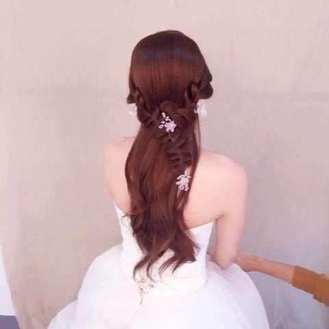 三股编发可以这样编,生活中也可以选择的一款#编发##新娘发型##彬彬图片