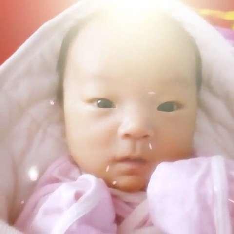 睡醒了小宝贝图片