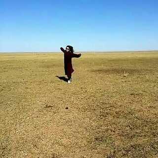 本来这个衣服是用来在一望无际的草原遮一下视野的。。2014.10.02.13:53.至于为什么要遮一下视野。。#蒙古国#