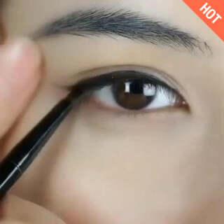 眼睛画的美美的~