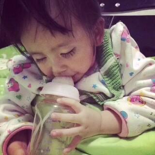 #直播喝水#是直播睡着喝牛奶#宝宝#