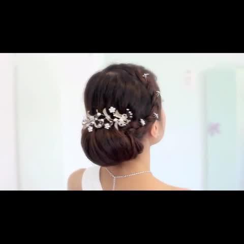 头发后面刻莲花图案